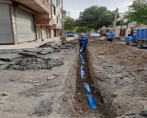 اجرای عملیات اصلاح و توسعه شبکه و انشعاب فاضلاب در شهرستان بهارستان